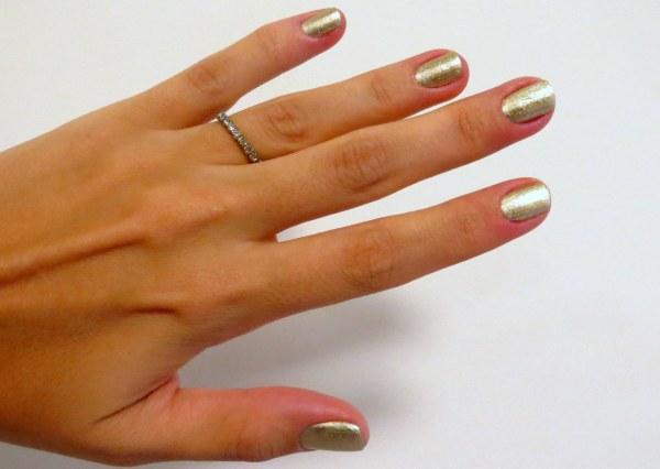 esmalte da semana unha dourada divertida metalizado brilho