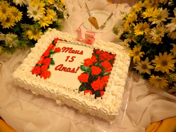 decor lugar festa aniversário simples comum salao condominio casa casual amigos familia