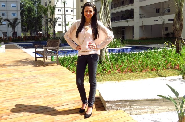 look do dia menina jovem adolescente tricot fino leve rosa pink chic fios ouro jeans basico colar salto alto sol calor garotas
