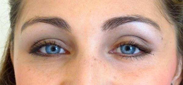 make maquiagem para dia a dia marrom prata metal metalizada trend tendencia verão batom rosa iluminada tutorial menina mulher jovem olhos azuis