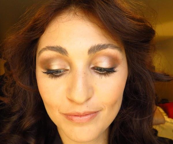 vídeo tutorial make maquiagem para desfile modelo iniciante teste casting dourado marrom nude neutra mulher menina olho azul grande concavo como fazer ensina aprender Backstage Paul Mitchell com Camila Adi