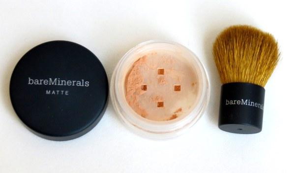 resenha review base em pó creme pozinho bare minerals mineral natural é boa testei usei aprovei como aplicar resultado antes e depois pele jovem bonita como manter a beleza
