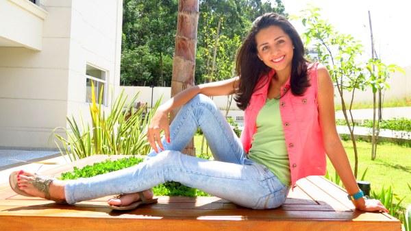 look do dia menina moça jovem teen escola jeans lavagem clara jeans skinny regata de renda verde agua colete jeans rosa como combinar cores rosa com verde rasteira de borboleta dia de sol jeans e rasteira prefixo acssa marechal