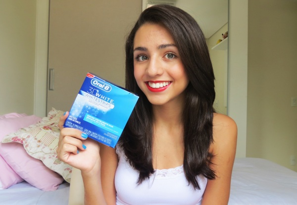 resenha review post vídeo marca oral-b whiten 3d whitestripes fita fitas com gel branqueador para dentes com sem clareamento natural menina mulher jovem adolescentes pode como aplicar colocar vídeo tutorial explicando ajuda dica como manual guia