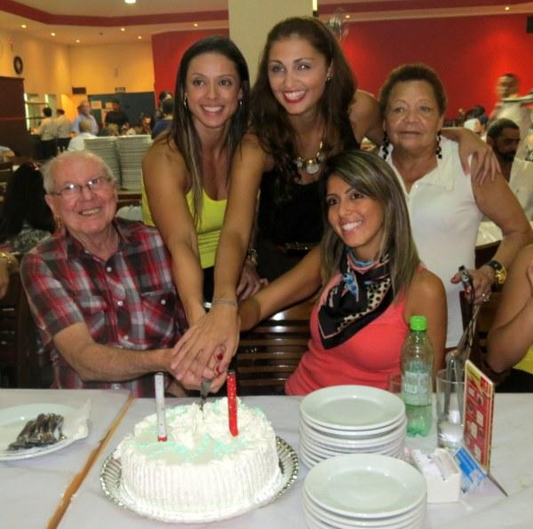 família aniversário churrascaria